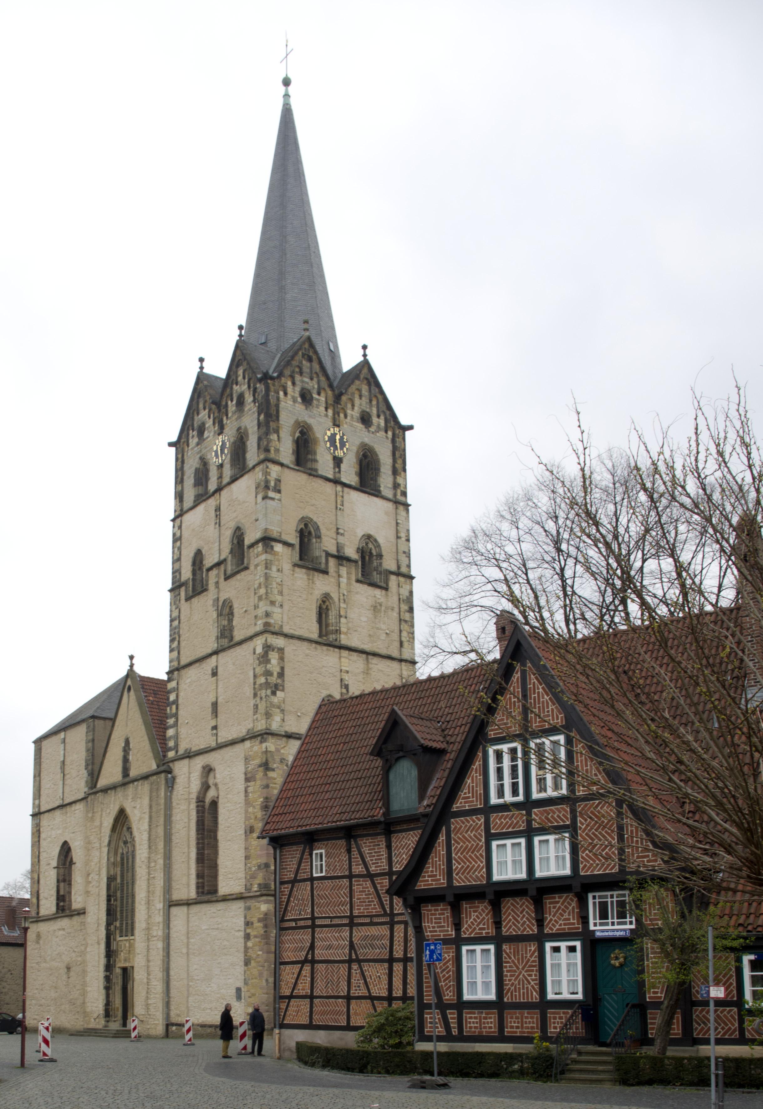 Herforder Münsterkirche Westseite a - Foto Johannes Beer